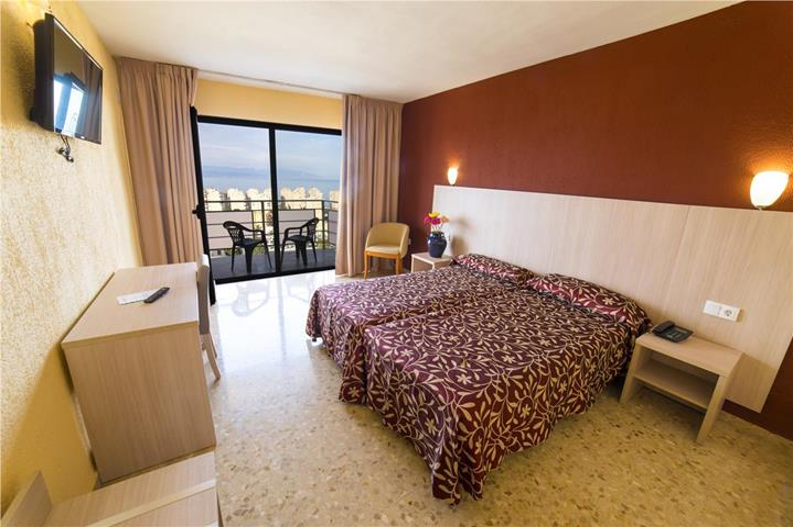 Natali hotel travel republic for Piscinas mutilva