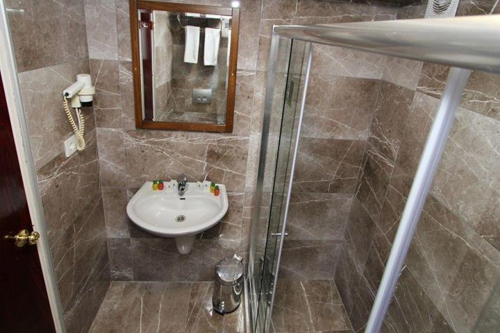 Laleli gonen hotel travel republic for Istanbul family suites laleli