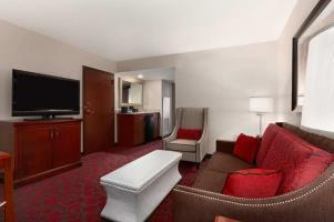 Washington Dulles Airport Marriott - Hotel Rooms