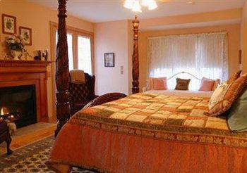 ivory creek bed and breakfast travel republic. Black Bedroom Furniture Sets. Home Design Ideas