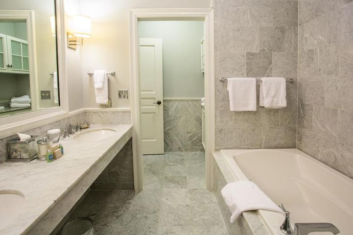 Royal park hotel travel republic for Roman bathrooms blackheath