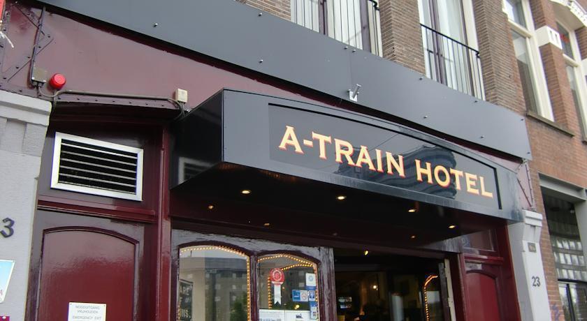 A train hotel amsterdam amsterdam netherlands travel for Train hotel amsterdam