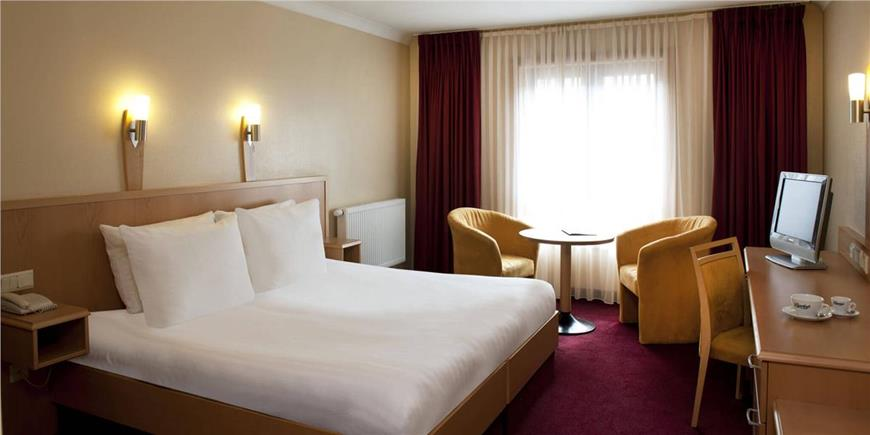 Clayton Hotel Manchester Airport How Many Rooms